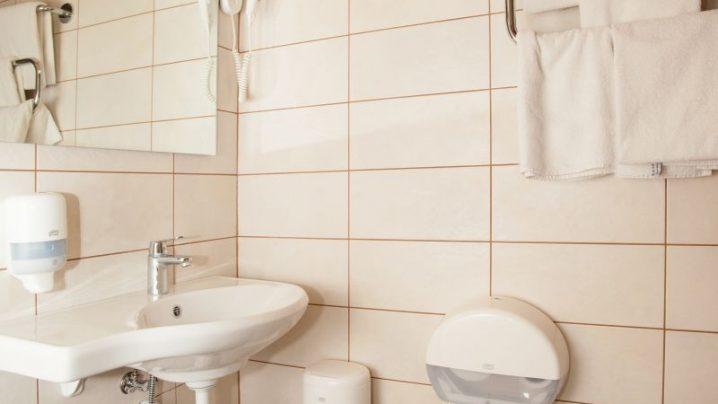 Bathroom in Superior room I Viiking Spa Hotel I Accommodation in Pärnu